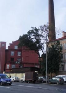 Вид компании с Петроградской набережной.